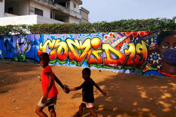 Fresque-murale-Covid-19-DjeAye_resultat-600x400.jpg